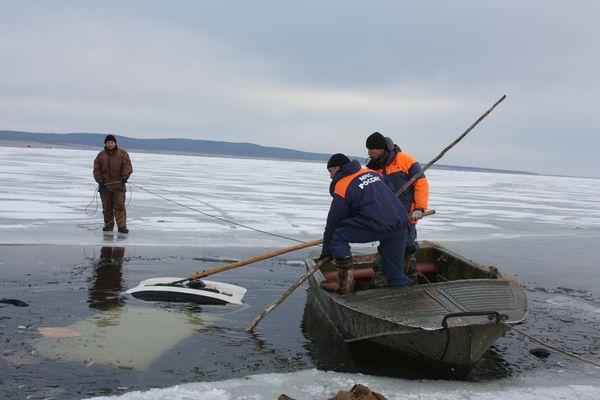 утонул рыбак с автомобилем